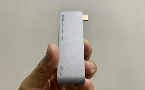 MacBook用の一体型USB TypeーCハブの素材感