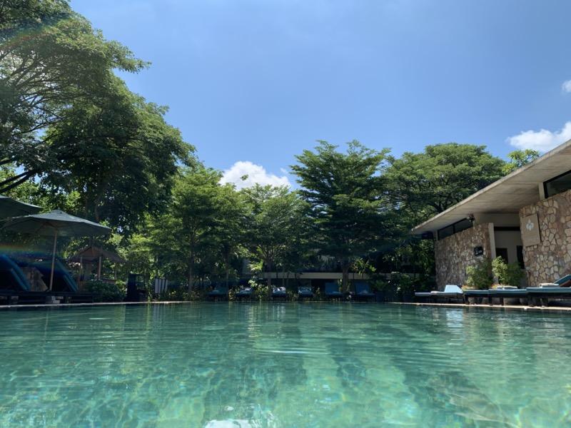 Hillocks Hotelのプールの景色