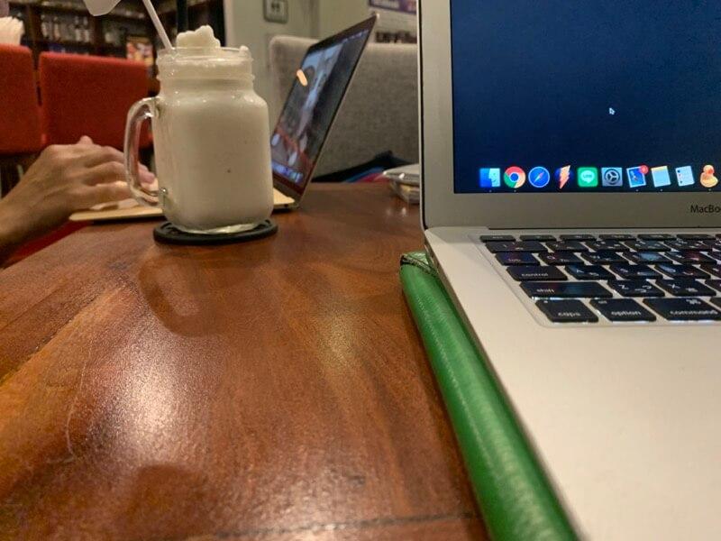 パソコン中心で作業する
