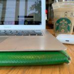 スタバでMacBookを触る様子