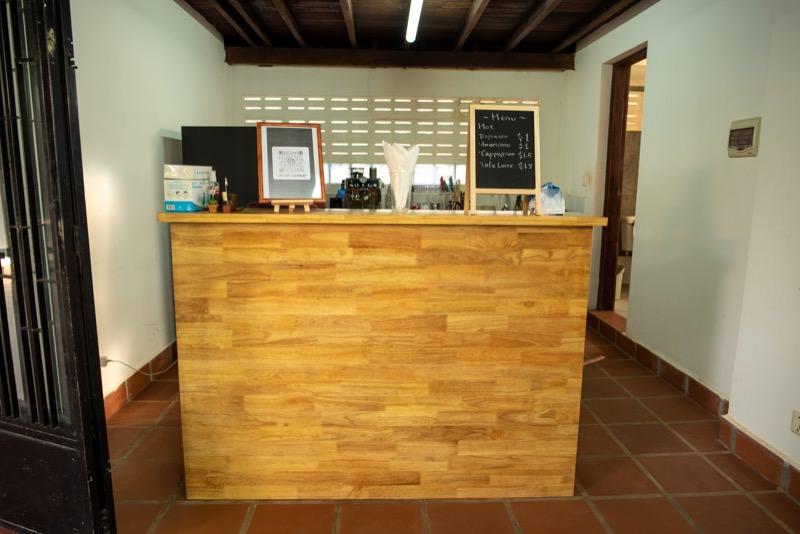Cafe404のカウンター