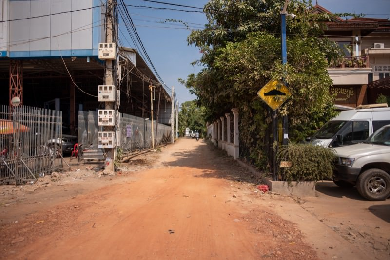 シティの前の道路