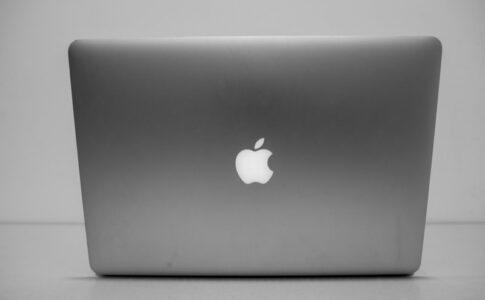 リモート会議で使うMacBook