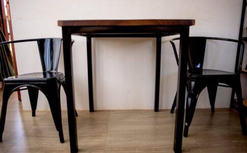 自宅のダイニングテーブル