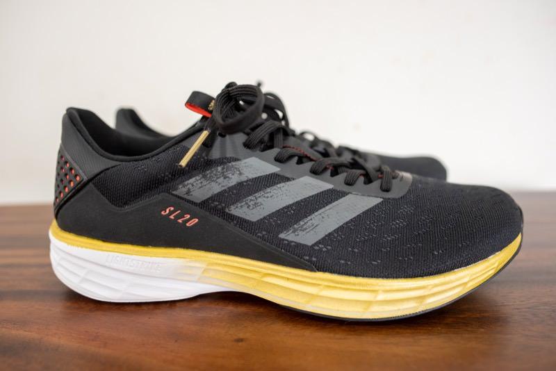 adidasのSL20の側面